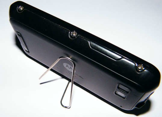 Life hacks paper-clip-phone-stand